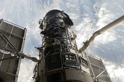 Grapple Photograph - The Hubble Space Telescope by Stocktrek Images