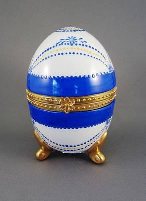 1529 Hinged Egg-box Original by Wilma Manhardt