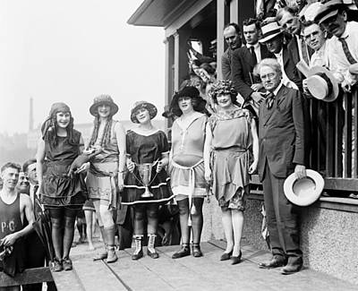 1920s Fashion Photograph - 1921 Beauty Contestants At Washington by Everett