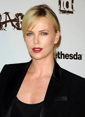 Raging Photograph - Charlize Theron At Arrivals by Everett
