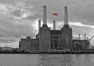 Pink Floyd Pig At Battersea Print by Dawn OConnor