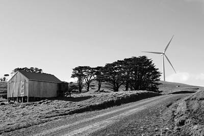 Wind Turbine Print by Les Cunliffe