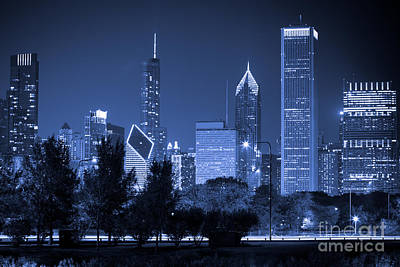 Stone Buildings Photograph - Chicago Skyline At Night by Paul Velgos