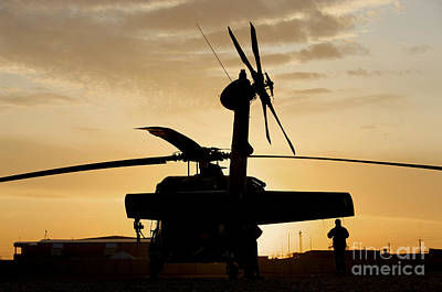 A Uh-60l Black Hawk Helicopter Print by Terry Moore