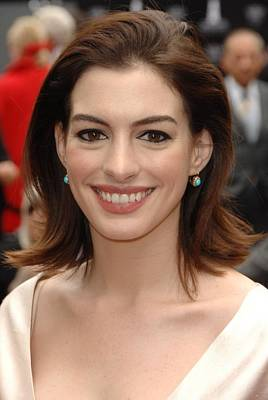 At The Press Conference Photograph - Anne Hathaway At The Press Conference by Everett