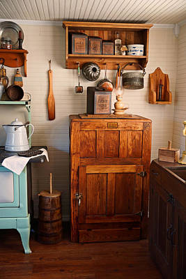 Wooden Ware Photograph - Antique Ice Box by Carmen Del Valle