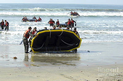 Rigid Hull Inflatable Boats Photograph - Asic Underwater Demolitionseal Students by Stocktrek Images