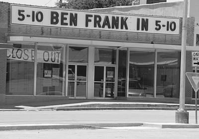 Ben Franklin Says Goodbye - Bw Print by Elizabeth Sullivan