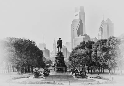 Benjamin Franklin Parkway In Black And White Print by Bill Cannon