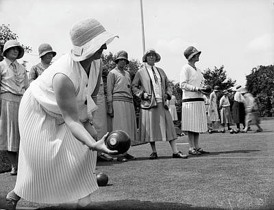 Cloche Hat Photograph - Bowling To Win by Fox Photos