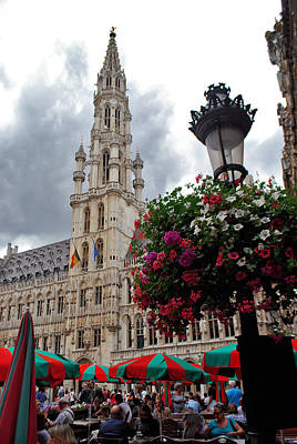 Brussels Town Hall And Cafe In The Grand Place Market Square Belgium Print by Jeff Rose