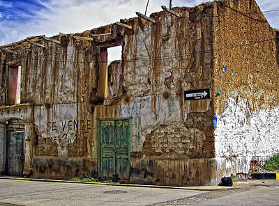 Street Photograph - Casa For Sale by Steve Harrington