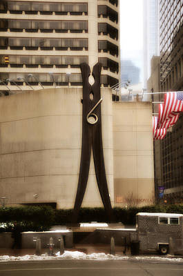 Clothes Pins Photograph - Clothes Pin Statue In Philadelphia by Bill Cannon