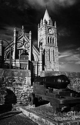 Derrys Walls And Guildhall With Cannon Print by Joe Fox