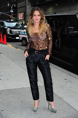 Paparazziec Photograph - Drew Barrymore Wearing A Richard Chai by Everett