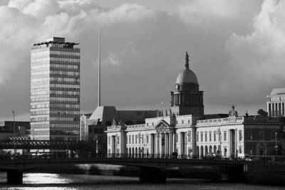 Black And White Photograph - Dublin Custom House by Marcio Faustino