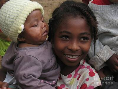 Enfants A Madagascar Print by Francoise Leandre
