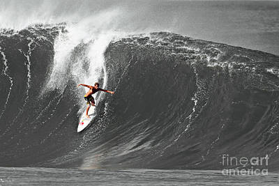 Black And White Photograph - Fisher Heverly Surfing At The Banzai Pipeline by Paul Topp
