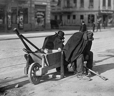 German Street Sweepers Taking Lunchtime Print by Everett