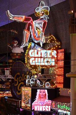 Freemont Photograph - Glitter Gulch Las Vegas by Bob Christopher