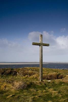 Grave Site Marked By A Cross On A Hill Print by John Short