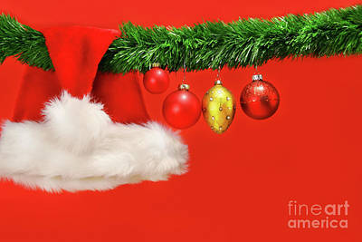 Indoor Photograph - Green Garland With Santa Hat And Ornaments by Sandra Cunningham
