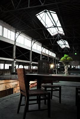 Table Photograph - Hangar Apple by Jim Perpetos