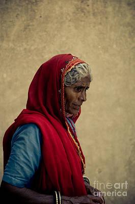 Indian Woman Print by Inhar Mutiozabal
