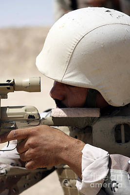 Iraqi Army Sergeant Sights Print by Stocktrek Images