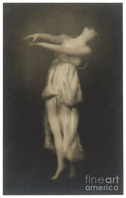 Full-length Portrait Photograph - Irma Duncan by Arnold Genthe