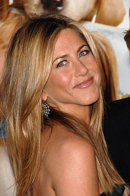 Dark Roots Photograph - Jennifer Aniston At Arrivals For Marley by Everett