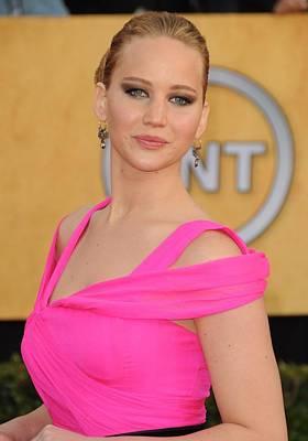 Jennifer Lawrence Wearing An Oscar De Print by Everett