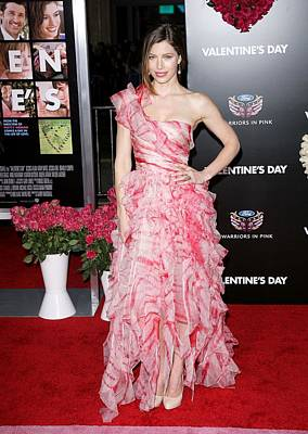 Jessica Biel Photograph - Jessica Biel Wearing An Oscar De La by Everett