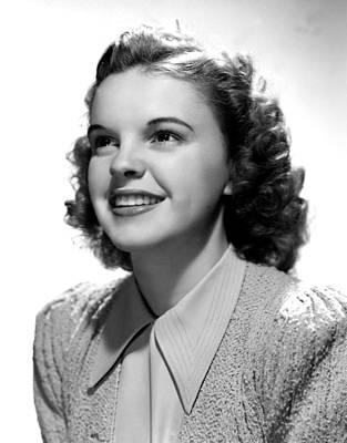 Garland Photograph - Judy Garland, Portrait by Everett