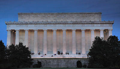Lincoln Memorial In The Evening Print by Steven Ainsworth