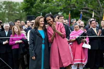 Michelle Obama Photograph - Michelle Obama And Mrs. Margarita by Everett