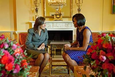 Michelle Obama Greets Mrs. Margarita Print by Everett