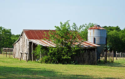 Old Feed Mills Photograph - Middle Barn by Lisa Moore