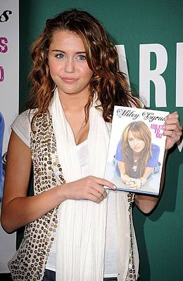 Booksigning Photograph - Miley Cyrus At In-store Appearance by Everett