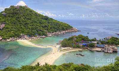 Nangyuan Island Original by Anek Suwannaphoom
