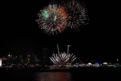 Lakes Photograph - Navy Pier Fireworks 1 by Lynn Bauer
