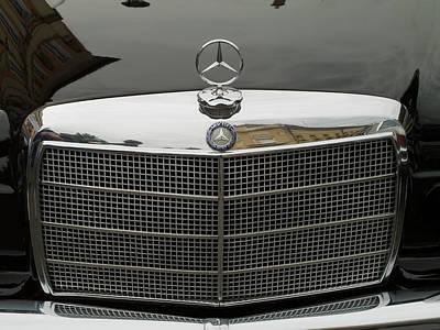 Old Mercedes Logo Print by Odon Czintos