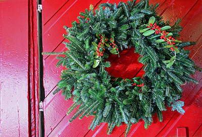 Old Mill Of Guilford Door Wreath Print by Sandi OReilly