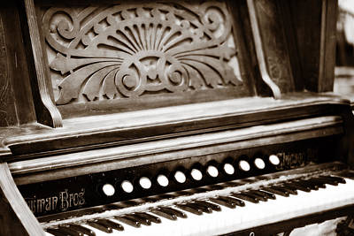 Pump Organ Photograph - Old Ornate Organ by Marilyn Hunt