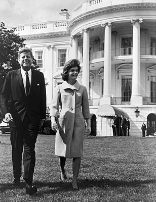 Three Quarter Sleeves Print featuring the photograph President And Mrs. John F. Kennedy by Everett