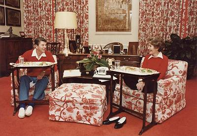 President And Nancy Reagan Eating On Tv Print by Everett