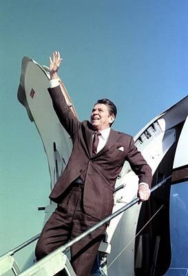 President-elect Ronald Reagan Waves Print by Everett