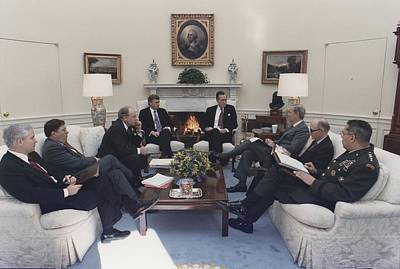 President George Bush Meeting With Key Print by Everett