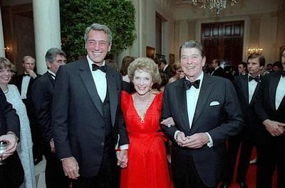 President Reagan And Nancy Reagan Print by Everett