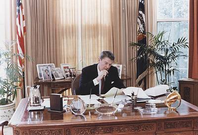 President Reagan Working At His Oval Print by Everett